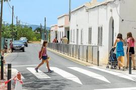 Forada inaugura un nuevo paso elevado de peatones frente al colegio
