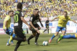 El Córdoba, tras un accidentado final, sube a Primera con un gol en el último minuto