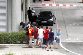 Los jugadores de 'La Roja' se escapan por la puerta de atrás