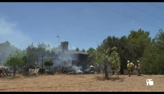 Incendio en una casa payesa en la zona de Can Tomàs