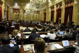 """Los populars ven """"ridícula"""" la propuesta de Ferrer de reducir un diputado"""