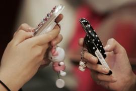 Usar Internet en el móvil  en otro país europeo será un 55% más barato desde hoy