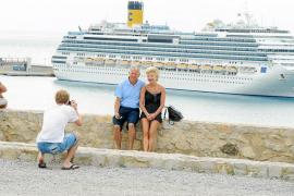 La llegada de cuatro cruceros en un solo día deja en Eivissa más de 800.000 euros