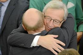 Juncker presidirá el Ejecutivo europeo con el voto en contra del PSOE