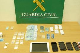 Detenido con droga, 125 euros en efectivo, cuatro móviles y medicinas