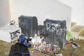 La basura inunda el barrio Patrimonio de la Humanidad de sa Penya