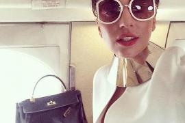 Lady Gaga muestra un pecho por error