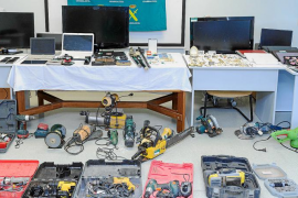 La Guardia Civil expone los objetos recuperados de los robos de casas