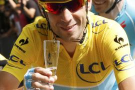 París aclama a Nibali, tres veces grande