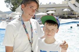 «Estaba boca abajo en la piscina, lo saqué y conseguí que vomitara tres litros de agua»