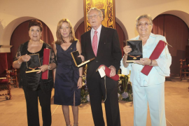 Vila aplaza la entrega de las Medallas de Oro tras la crisis en la alcaldía
