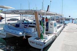 El barco solar de WWF-Adena hace un alto en Formentera