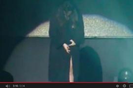 Laura Pausini se defiende y asegura que «no estaba desnuda»