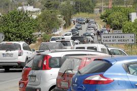 El acceso a Sant Carles, un caos que se repite todos los sábados