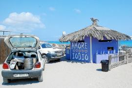 Formentera denuncia a un quiosco de playa por diversas infracciones