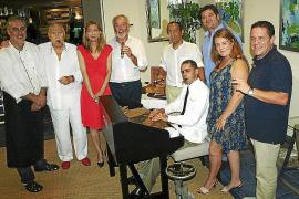 Encuentro de los miembros del Club Epicur, de fumadores de puros, acompañados de sus esposas