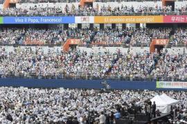 El papa más social se da un baño de multitudes en Corea del Sur