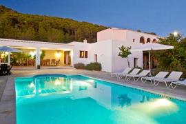 El Govern escucha a Eivissa y permite legalizar casas vacacionales de ocho habitaciones