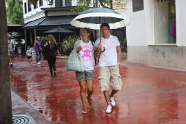 Las Pitiüses están hoy en alerta amarilla por fuertes lluvias