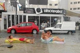 La alerta amarilla por lluvias sorprende a los turistas en pleno mes de agosto