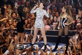 "Nicki Minaj, Jessie J y Ariana Grande cantando ""Bang Bang"""