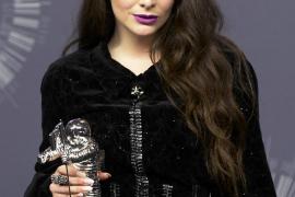 La cantante Lorde con el VMA al Mejor vídeo Rock