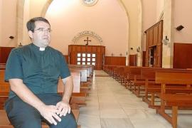 Detenido por insultar y enseñar sus partes a los feligreses de Santa Creu