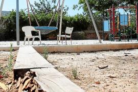 Los vecinos denuncian el mal estado del parque de Can Bellotera
