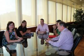 Consell y Ayuntamiento de Vila celebran una primera reunión para intentar desbloquear el Cetis