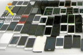 Capturadas en el aeropuerto cuando iban a dejar Eivissa con 99 'smartphones' robados