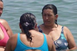 Una mujer parecida a Hugo Chávez causa sensación en las redes sociales