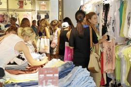 La mitad de los jóvenes de Balears que trabajan tienen empleos precarios