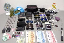 Detenido un hombre por poseer casi 50 bellotas de hachís y haber cometido diversos robos en Sant Antoni
