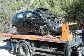 Un turista resulta grave y dos leves al estrellarse con su coche contra un árbol