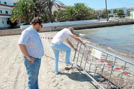 La playa de s'Estanyol continúa cerrada por el vertido de aguas fecales