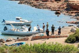 Cuatro ladrones huyen en lancha tras intentar robar un furgón blindado en un barco de Baleària