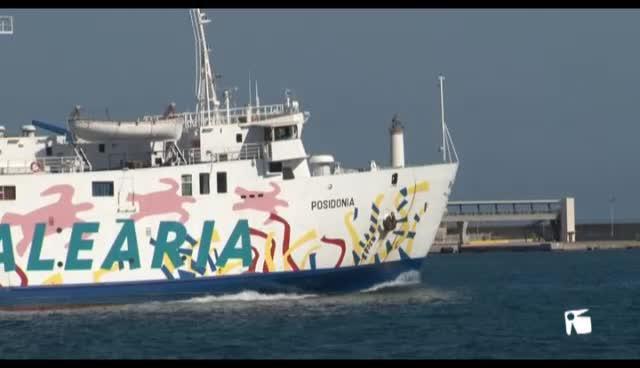 VÍDEO: Cuatro ladrones huyen en lancha tras intentar robar un furgón blindado en un barco de Baleària