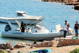 Los ladrones del blindado instalaron un toldo en el barco para saltar con seguridad al mar