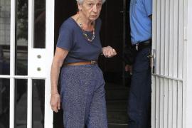 Marta Ferrusola pierde los nervios ante  los periodistas