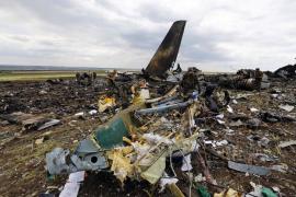 El vuelo MH17 se desintegró en el aire sobre Ucrania tras ser alcanzado por «objetos» a gran velocidad
