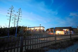 Blue Bar de Formentera acoge melodías acústicas en un entorno de ensueño