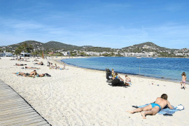 Vila cierra la playa de Talamanca al baño a causa de un vertido del emisario