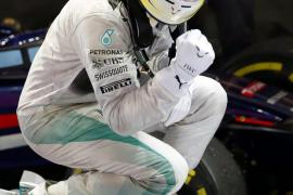Hamilton, nuevo líder tras ganar en Singapur, donde Alonso fue cuarto