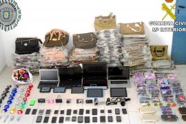 Detenido un hombre con más de mil falsificaciones, equipos electrónicos y 'smartphones' sustraídos