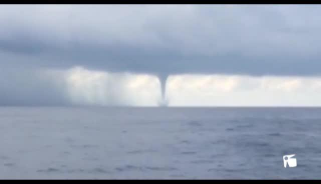 VÍDEO: Las tormentas forman varios 'caps de fibló' en es Freus