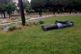 Derribada la estatua de Jordi  Pujol en Premià de Dalt en un acto vandálico