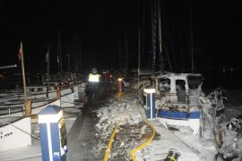 Varias embarcaciones arden en el Port d' Andratx