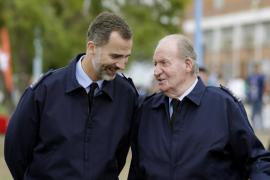 Felipe VI y don Juan Carlos asisten al Festival Aéreo 'Aire75'