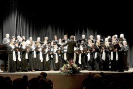 El coro Ciutat d'Eivissa homenajea al ex obispo Manuel Ureña en Zaragoza