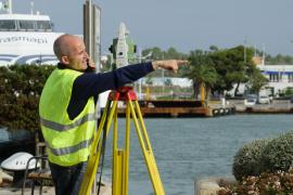 Pons insiste en que la reforma del puerto de Eivissa «está autorizada por el Ministerio» y no parará las obras